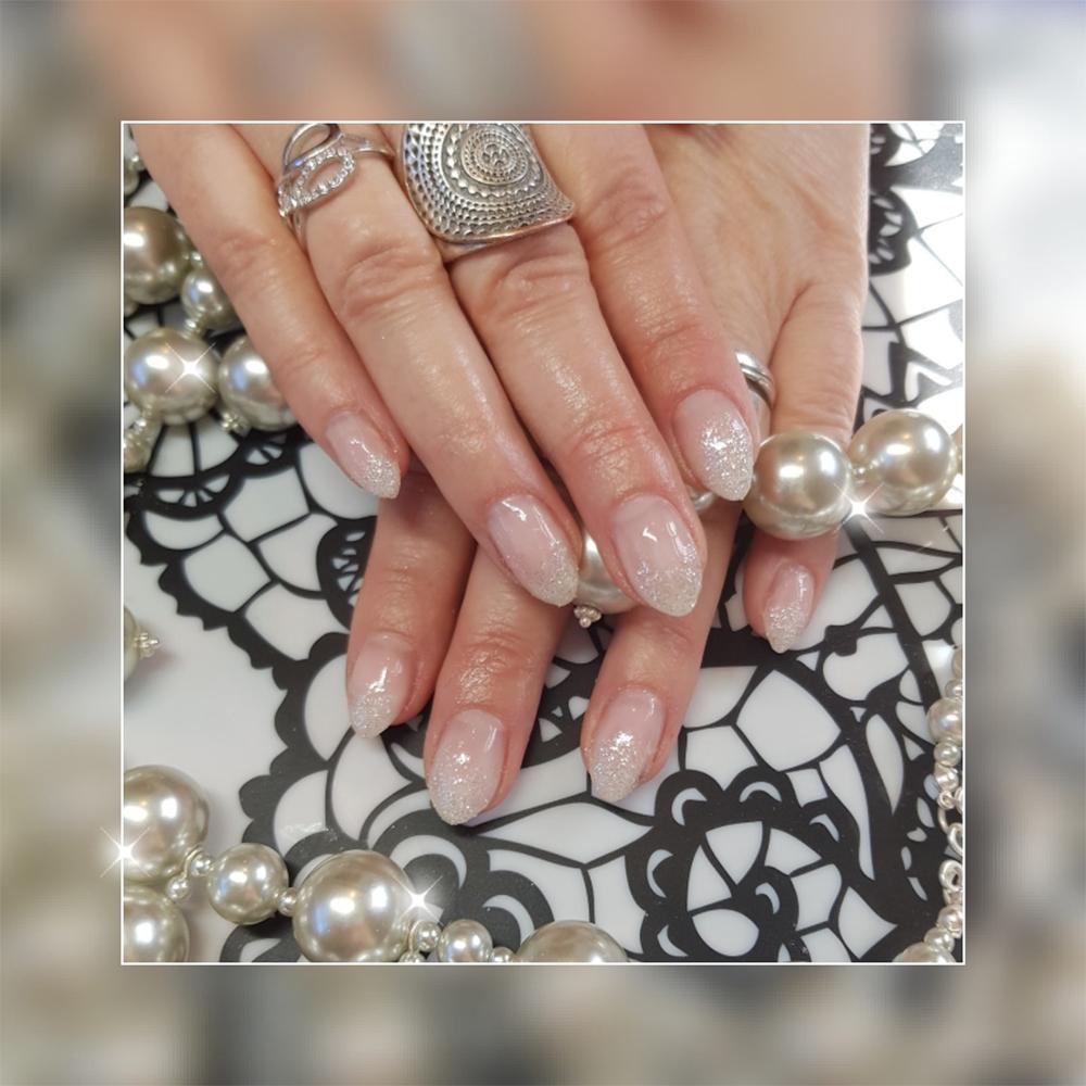 Fingernägel mit Nageldesign