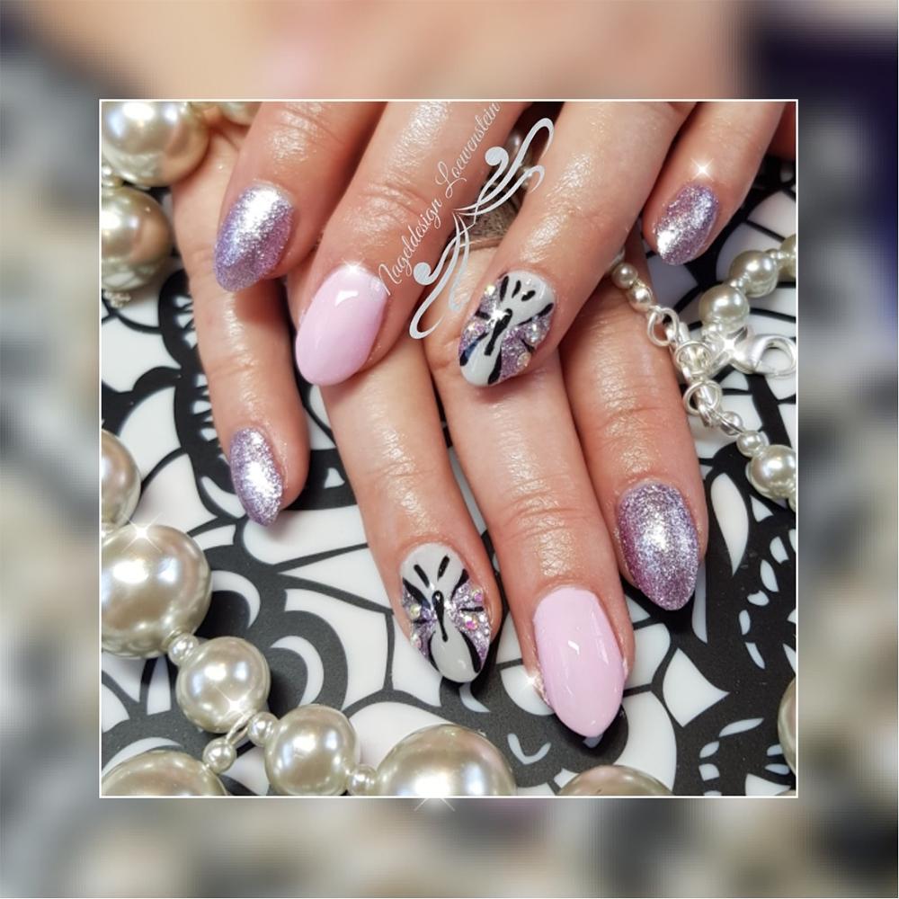 Nagelmodellage auf Fingernägeln
