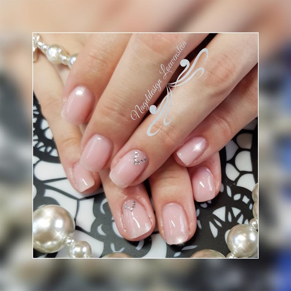 Manikürte Fingernägel